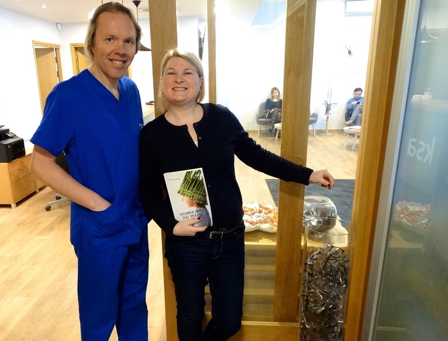 Iloinen ja positiivinen keittiösuunnittelija Hiie Härm muutti elämäänsä KSA SIlmäkeskuksessa ja ...